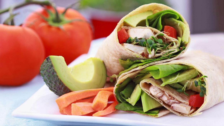 Fresh Roll with Avocado, Chicken and Yoghurt Dressing